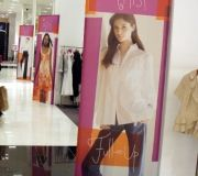 4-retail-in-store-fabric-stretch-frame-bloom