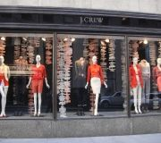 5-retail-windows-screen-peint-die-cut-j-crew-hanging